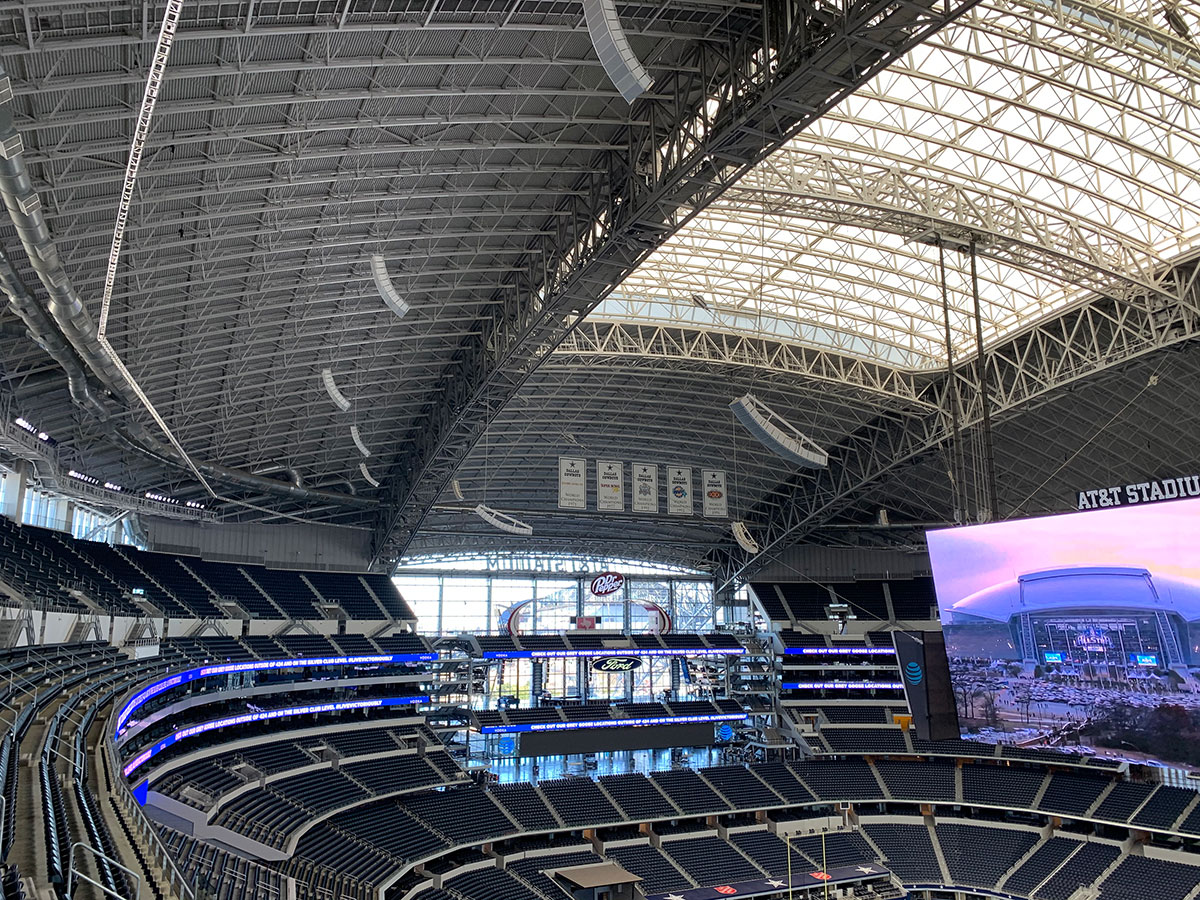 Расширение линейного массива Electro-Voice на стадионе AT&T Stadium для команды Dallas Cowboys